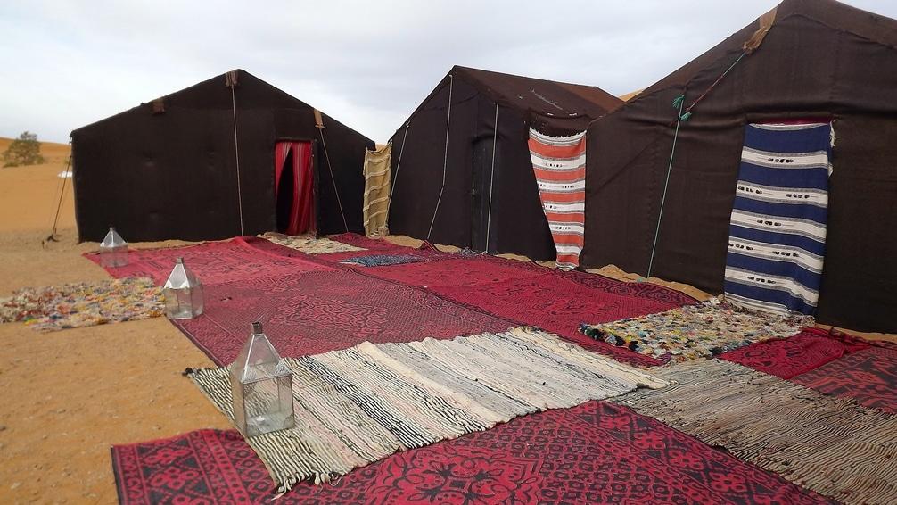 Campamento Berbere En Las Dunas