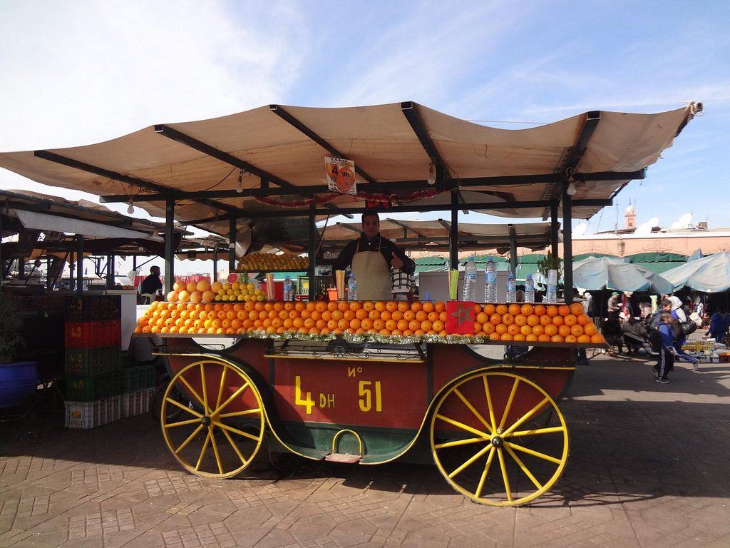 Vendedor De Zumo De Naranja En La Plaza Jemaa El Fna De Marrakech