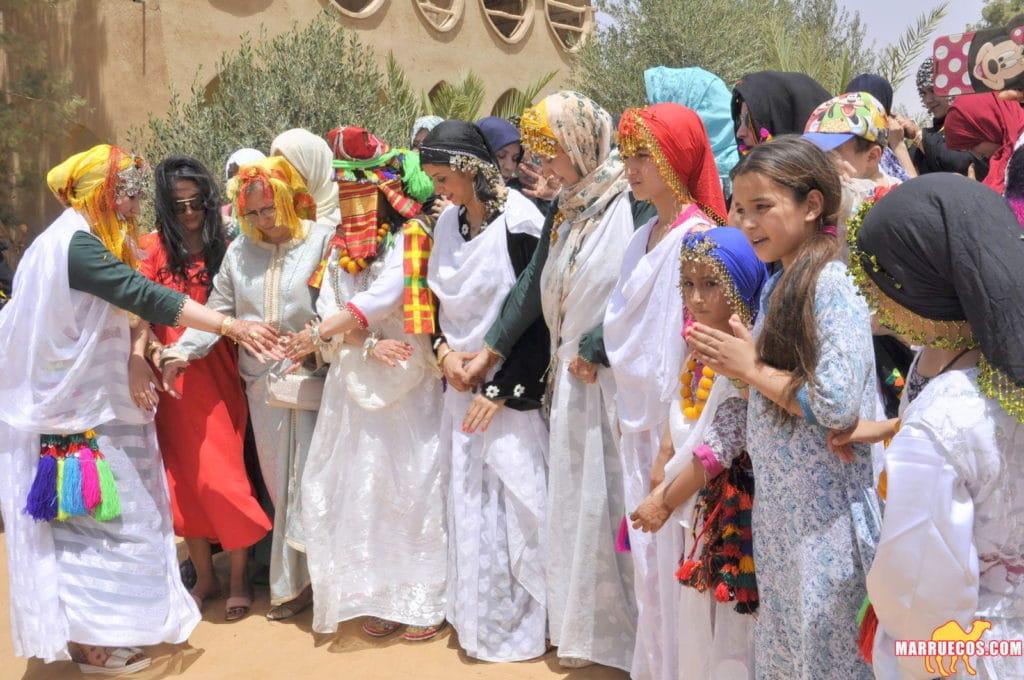 Cérémonie de mariage dans le désert marocain