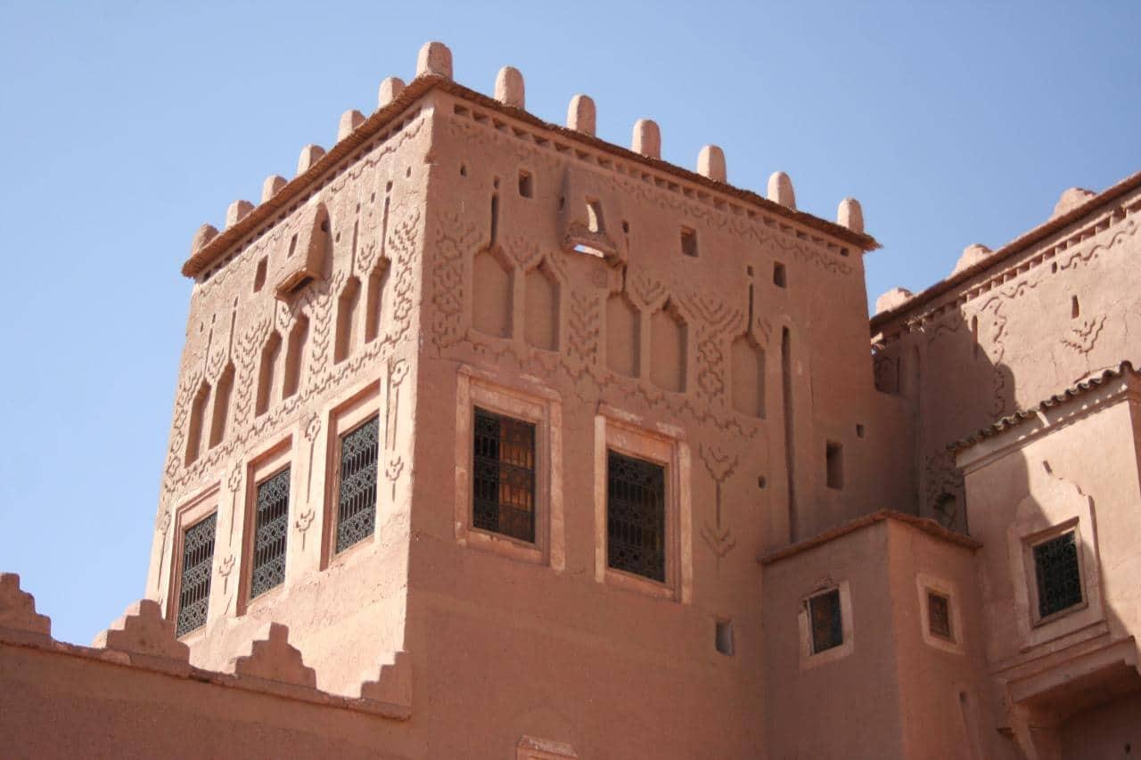 Decoración de la torre de una kasbah en el sur de Marruecos