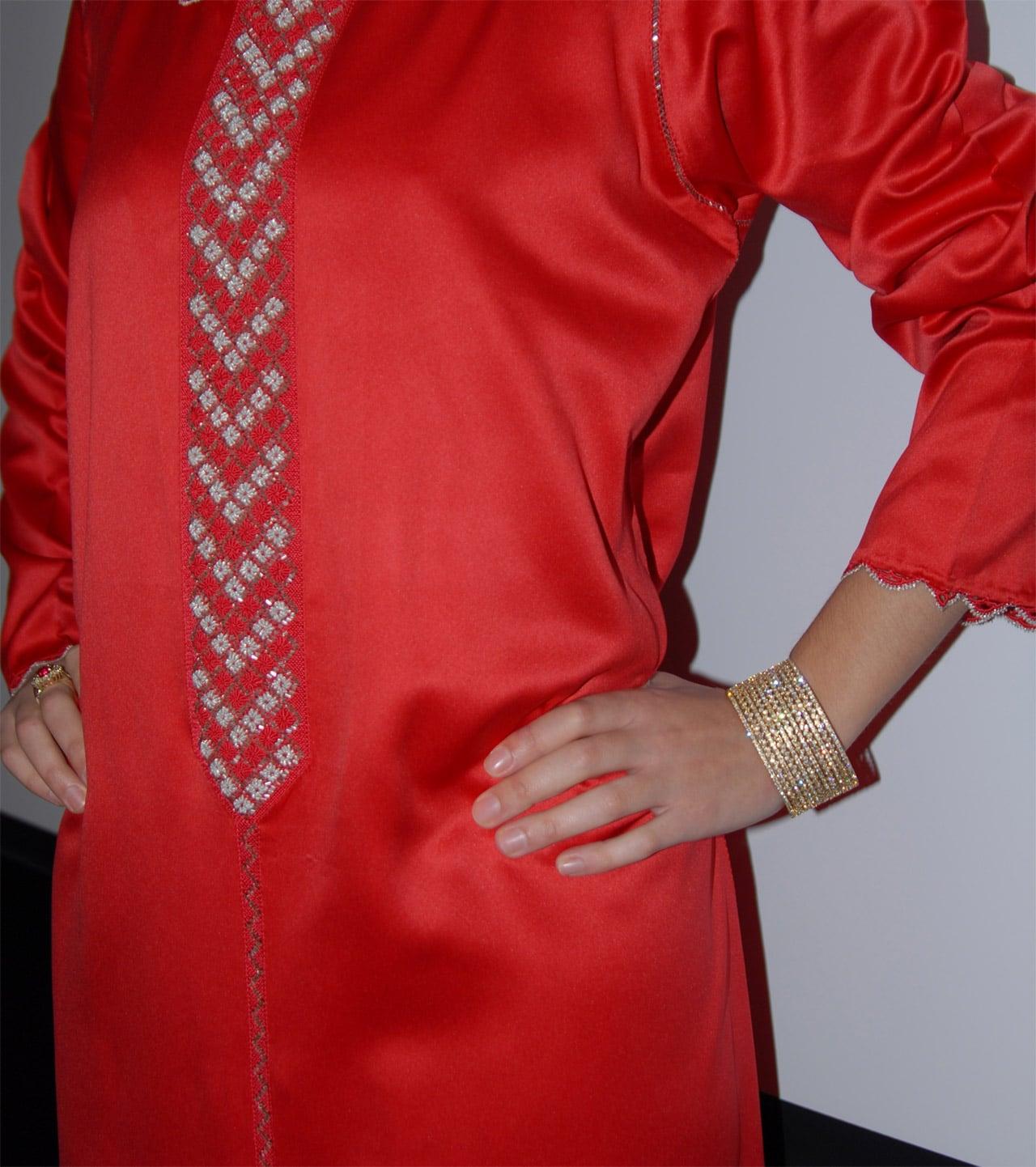 Djellaba que es una vestimenta tradicional, la chilaba.