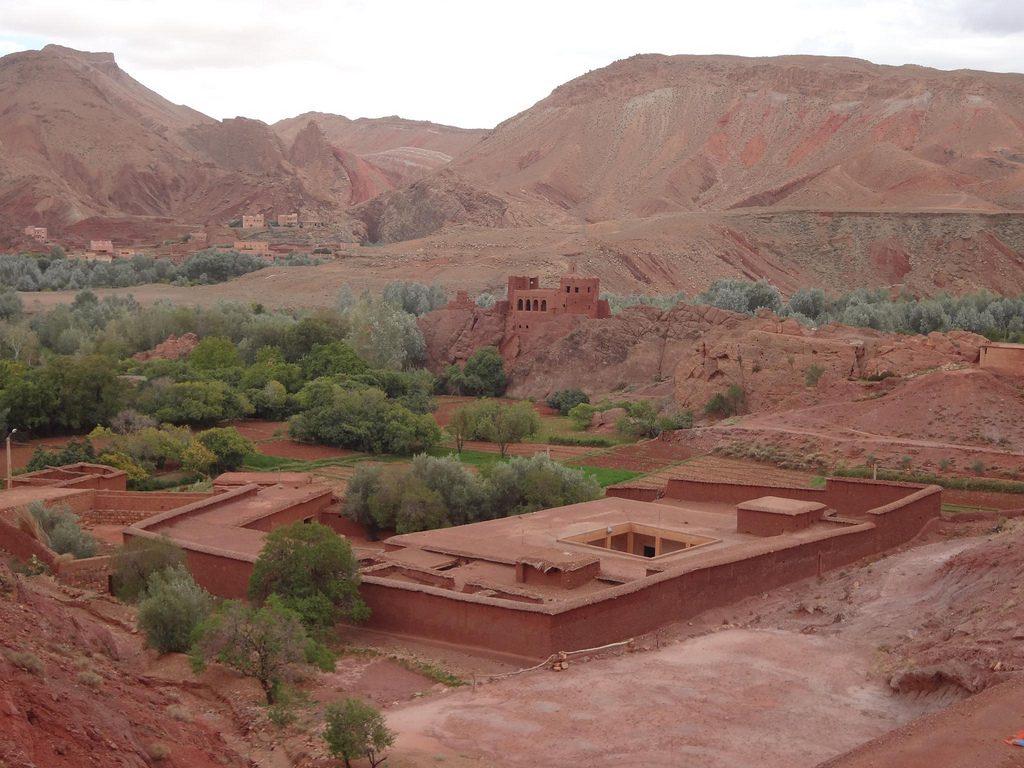 Paisaje Con Montañas Rojas En El Valle Del Dades