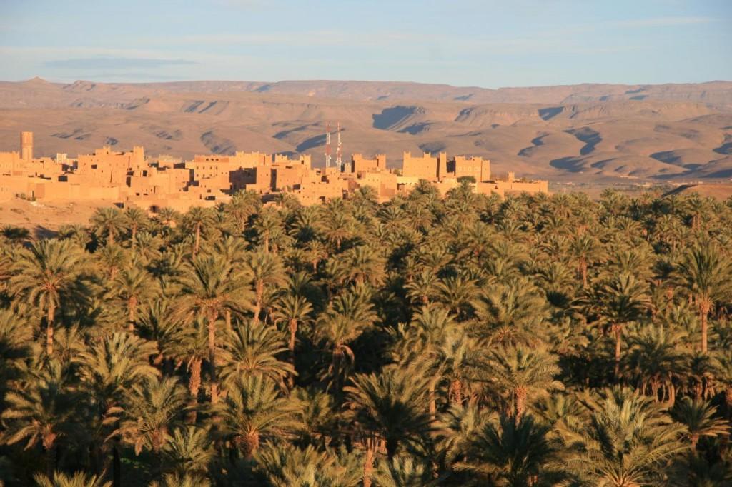 Pueblo de Nkob con muchas kasbahs