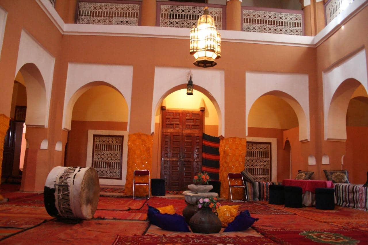 Patio interior de la Kasbah Tifoultoute en el sur de Marruecos