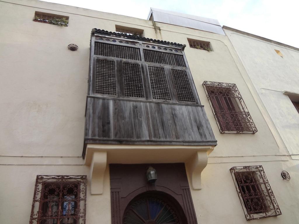 Ventada de madera en la medina de El Jadida